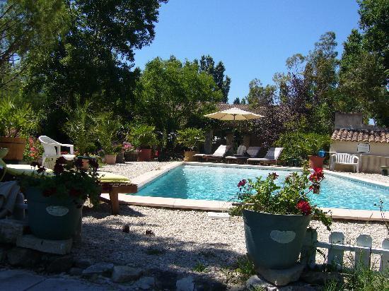 Le petit mas de marie hotel la tour d 39 aigues france for La piscine art hotel reviews