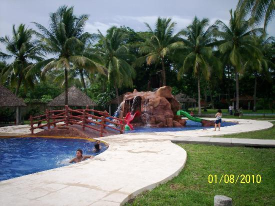 Pato Canales Hotel and Resort: swimming pool