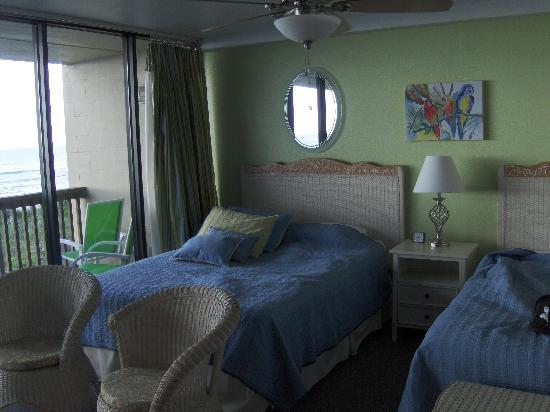 Gulf Shores Condominiums: Unit #205 Beach side bedroom