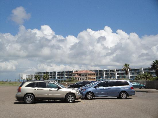 Gulf Shores Condominiums: Gulf Shores from parking lot