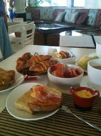 "โรงแรมเอลปันโต: Breakfast complimentary from ""El Punto Hotel"""