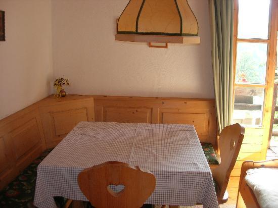 Oberaigen Gasthof: Small didning area / second bedroom in suite