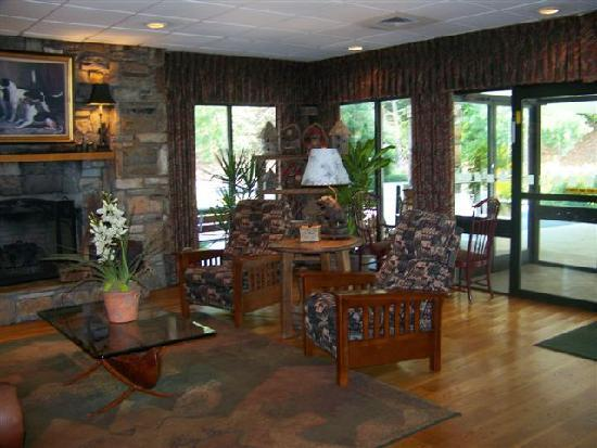 Holiday Inn Asheville - Biltmore East: Such a warm feeling as soon as you walk in the door