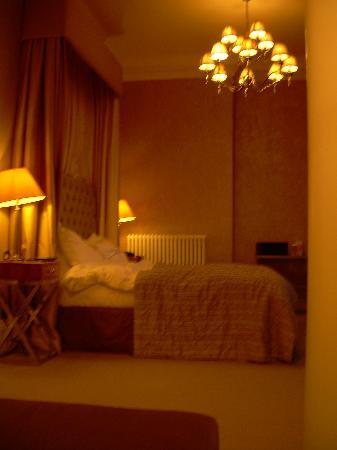 Grafton House Hotel: Cathedral Suite at night