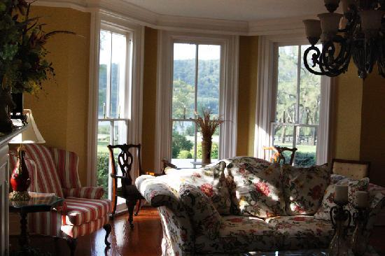 Richwood on the River: mansion parlor