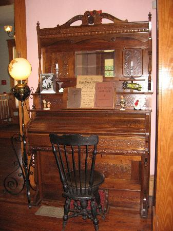 The Laurel Oak Inn: Player Piano in Living Room