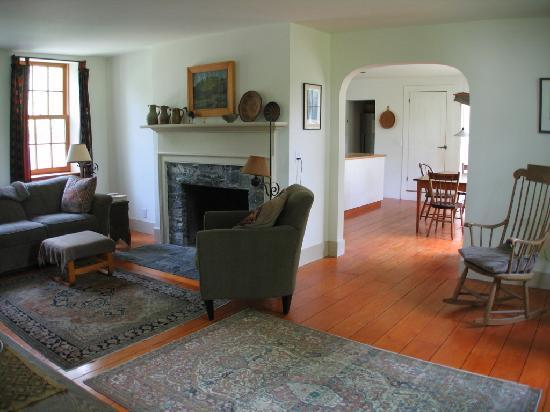 On the Creek Bed & Breakfast: The living room