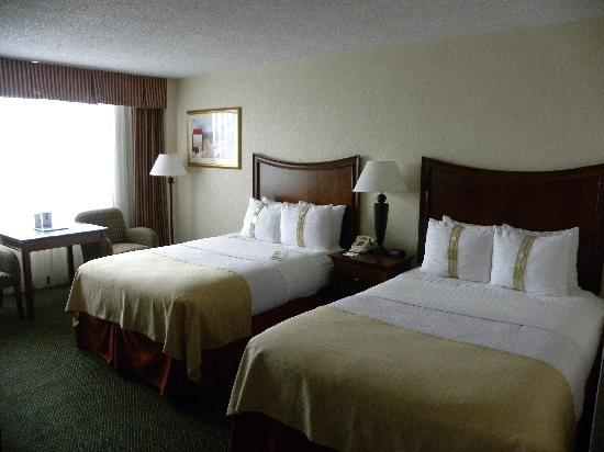 Holiday Inn Palm Beach-Airport Conference Center: Comfy beds