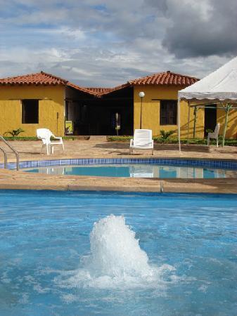 Hotel Santos de Piedra: en la piscina del hotel