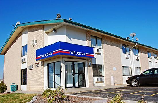 Motel 6 Peoria - East: Looks nice, trust me its not!