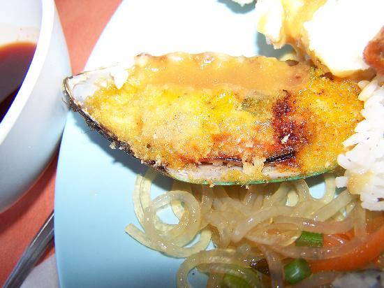 Chan's Gourmet Buffet: Baked Mussel...yucky, but good noodle relish.