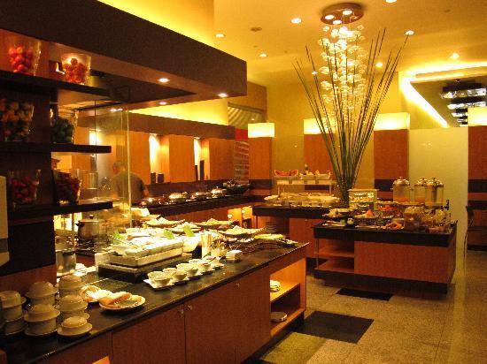 Breakfast Buffet Picture Of Greenhills Elan Hotel Modern
