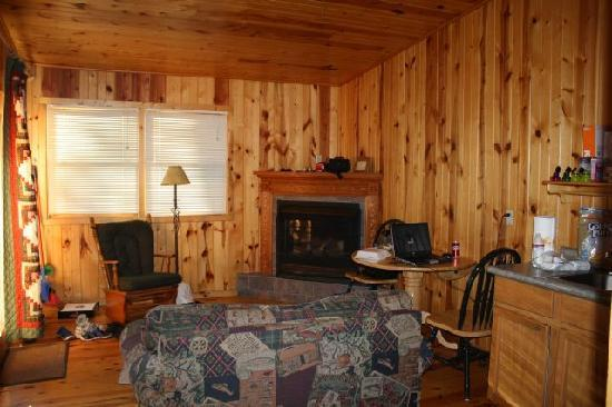 Pine Rest Cabins: Made ourselves at home!