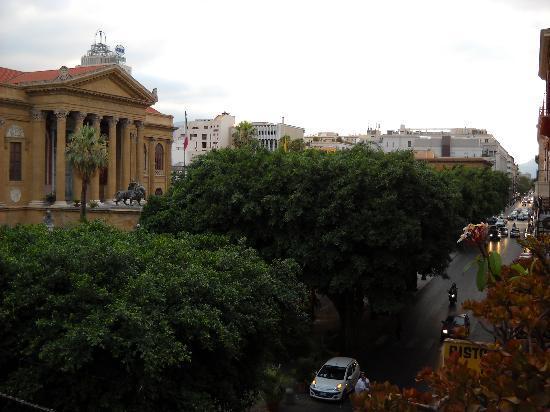 Hotel Verdi : View from balcony, right to Teatro Massimo