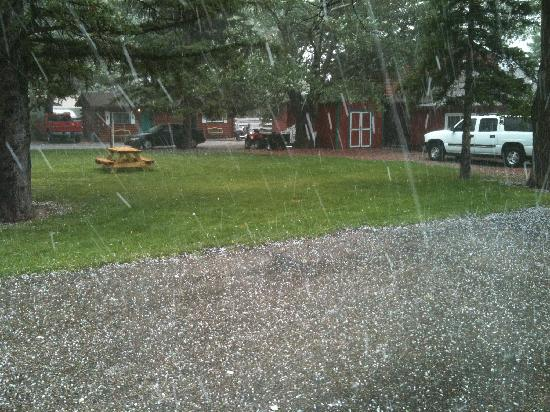 Z-Bar Motel: Crazy hail storm at Z-bar Lodge!