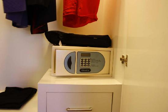 ‪‪Paradiso Boutique Suites‬: Electronic Safe - Luxury Suite‬