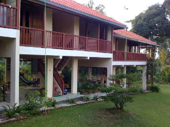 Teluk Iskandar Inn: Rooms are on the upper floor, chill-out corner below.