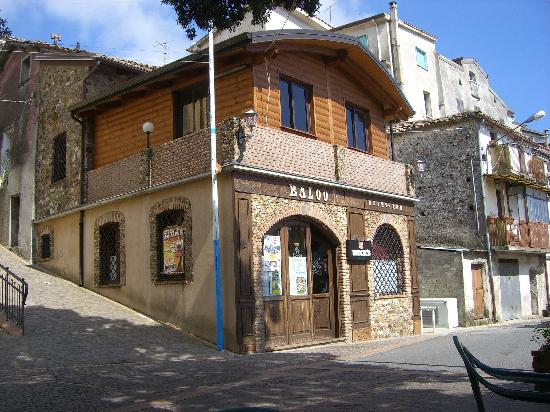 Catanzaro, Italie : Baloo Pub for meals, ice cream, music and fun!