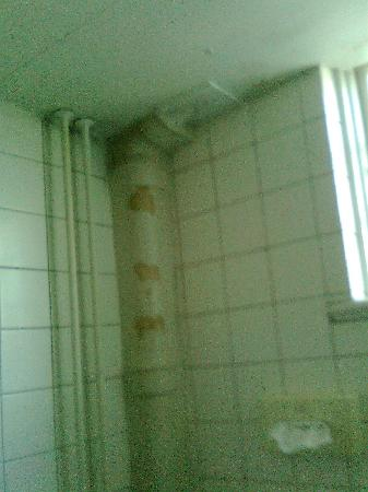 Hotel Kirstine: Pipe in bathroom