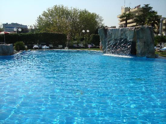 Hotel All'Alba: Cascata