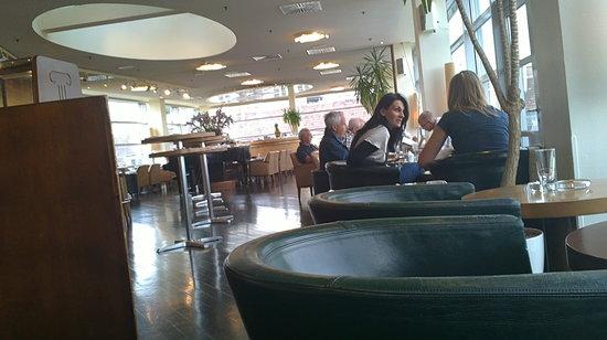 Sky Cafe Bar Restaurant : Blick in das Restaurant/Café
