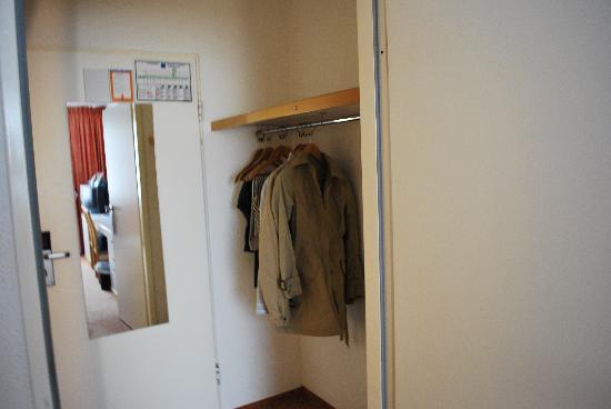 TRYP by Wyndham Wuppertal: L'armadio