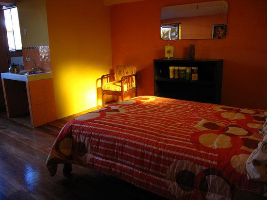Casa de Mama Cusco 2-The Ecohouse: Habitacion al atardecer