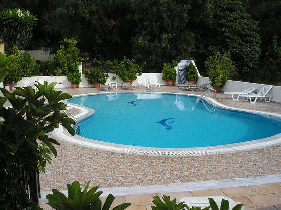 Marilena Studios: marilena apts pool