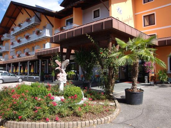 Velden am Woerthersee, Autriche : Hoteleingang