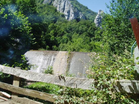 Pola de Lena, Hiszpania: Río Huerna, hacia el hayedo