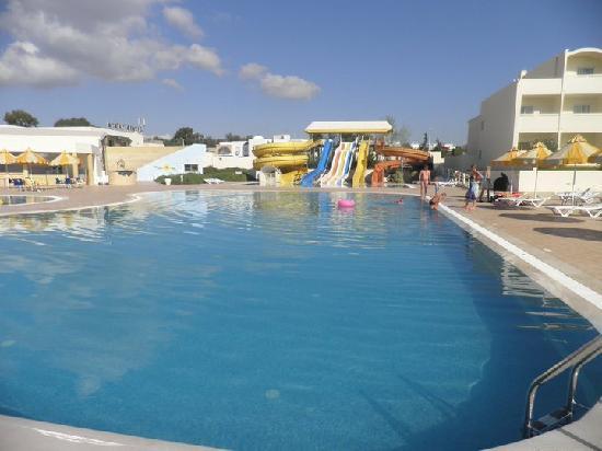 Omar Khayam Club : tobogans by childrens pool