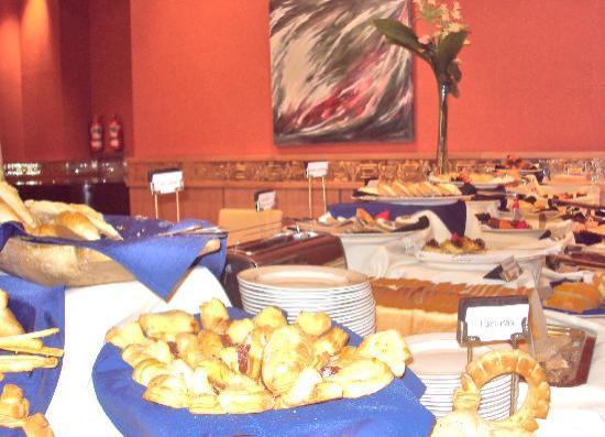 Alejandro 1 Hotel Internacional Salta: Desayuno