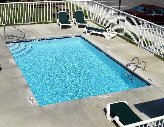 Suburban Extended Stay Hotel Camp Lejeune: Pool