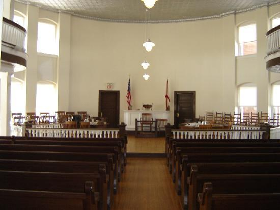Old Monroe County Courthouse and Heritage Museum: Old Courthouse Interior