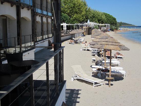 Le Pinarello Hotel: vue sur les transats privés de l'hotel