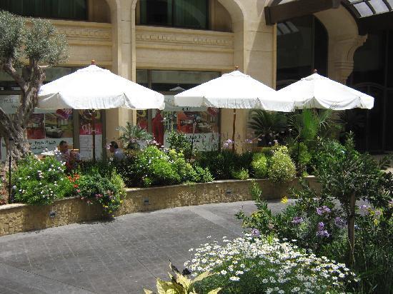 Coral Beirut Al Hamra Hotel: Coral Suites Beirut