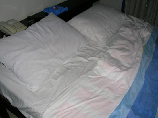 Nova Villa Tortuga: la cama una pocilga