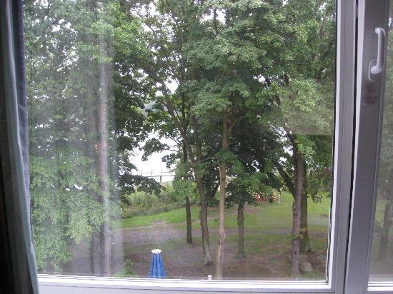 Inselhotel Potsdam : Blick vom Zimmer aus den See, leider schlechtes Wetter