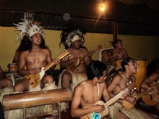 Hanga Roa, Chile: los musicos