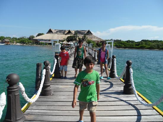 Decameron Isla Palma: Mis hijos con el mismo fondo del hotel