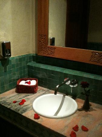 Le Pavillon Du Golf: coin de la salle de bain de la salle de bains