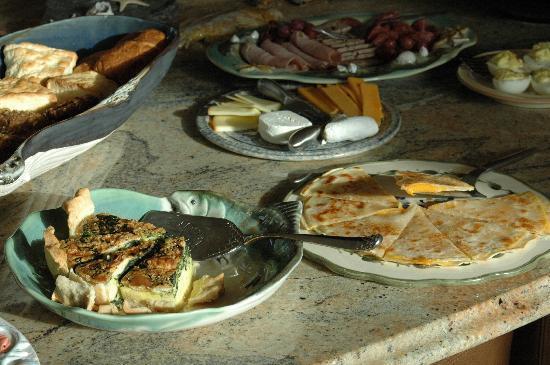 A Waterfront House : breakfast buffet