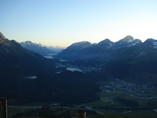 St. Moritz, Svizzera: ベルニナアルプスの夕暮れ