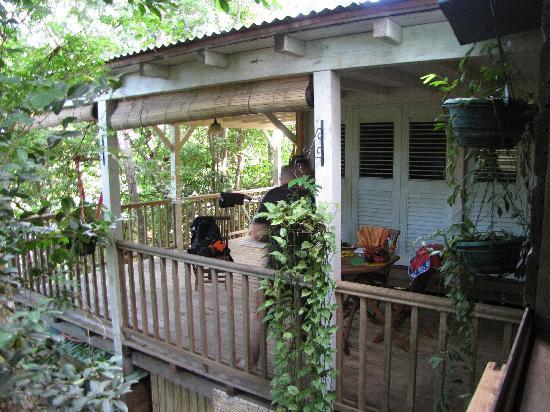 Terasse cabane picture of au jardin des colibris for Au jardin des colibris