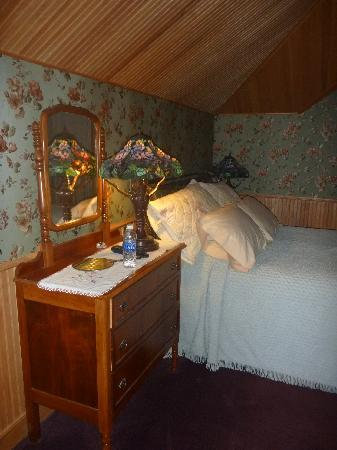 Mad Carpenter Inn: Dollhouse