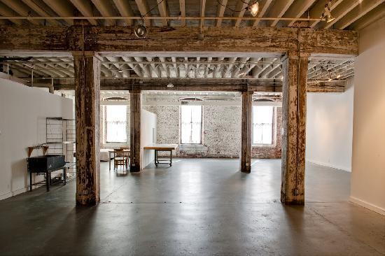 Bemis Center for Contemporary Arts : live/work artist studio
