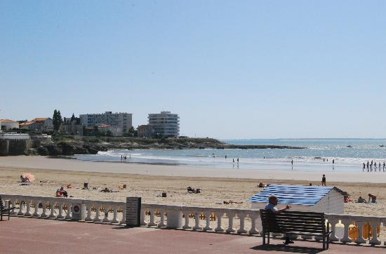 Hôtel Miramar : The hotel is situated right next to the beach