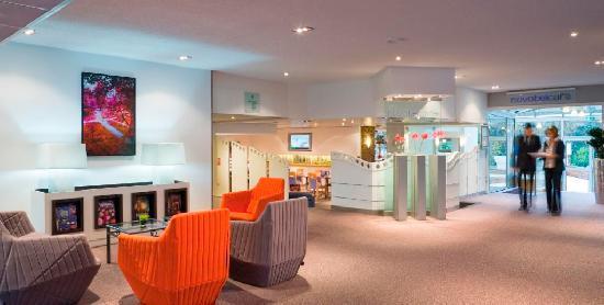 Hall intérieur de l\'hôtel - Picture of Novotel Poissy Orgeval ...
