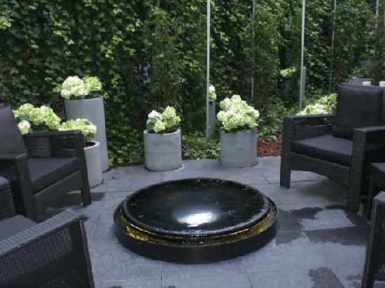 Foto de h tel les jardins de la villa par s garden for Les jardins de la villa spa paris france
