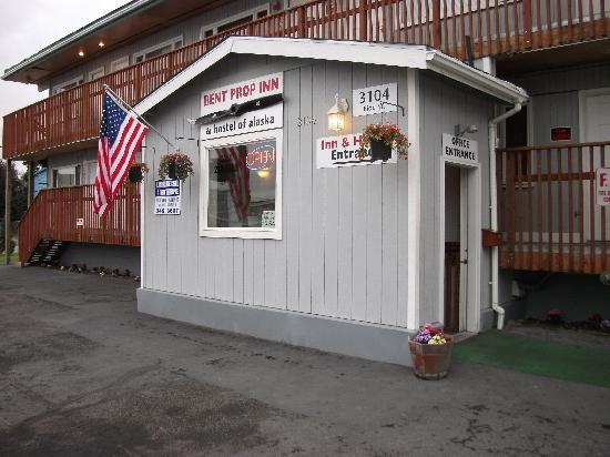 Bent Prop Inn & Hostel of Alaska: bent prop inn,,,give it a shot,,you cant miss